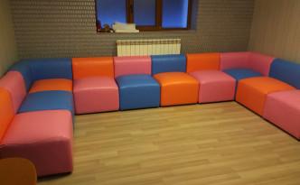 Canapea modulara pentru club/cafenea